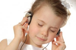 ingilizce dinlemek 300x200 Kural 3: İngilizceyi Dinleyerek Öğrenin
